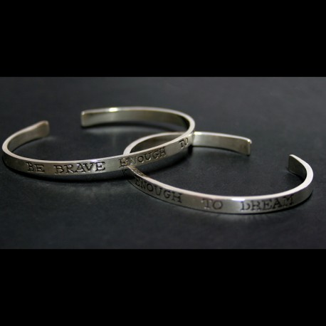 "Esclavas ""Be brave enough to dream"" en plata de ley"
