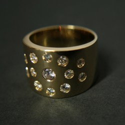 Anillo Diamantitos en oro de 18kt y diamantes