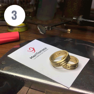 Third step of artisanal manufacturing of the Atlantis gold ring